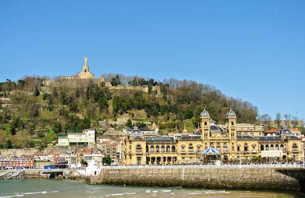 20140929111528380800_shutterstock_181778834_view-of-the-urgull-mountain-and-the-town-hall-of-san-sebastian-in-spain