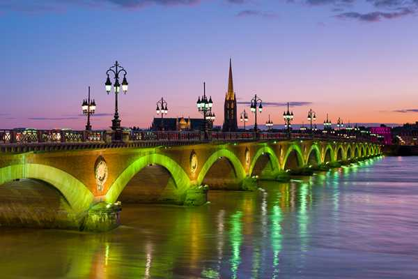 20140929174336217600_shutterstock_160917512_cityscape-of-bordeaux-at-a-summer-night