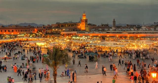 770477969_Marrocos-the-UNESCO-square-Djemaa-El-fna-at-marrakesh-shutterstock_72055387